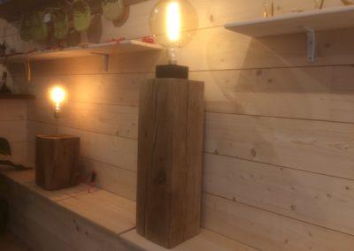 Lampe en chêne massif avec ampoule vintage 319€ - Vendu