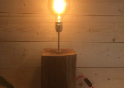Lampe en chêne massif avec ampoule vintage 159€