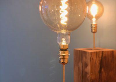 Lampes en chêne massif et padouk avec ampoule vintage